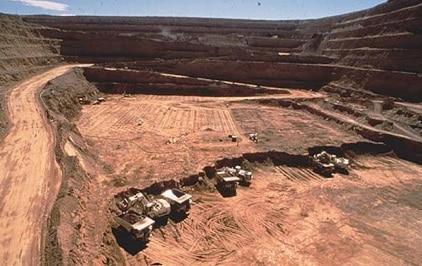 Un grande scavo presso le miniere d'oro Twin Creeks a Carlin Trend