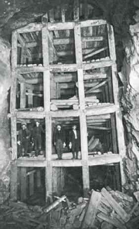 Vecchia foto degli interni della Homestake Mine